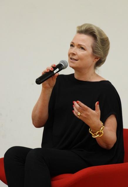 03a3a5d9d3ae Helle Helle var på scenen i en samtale med bibliotekar Rasmus Riiskær om  hendes seneste roman